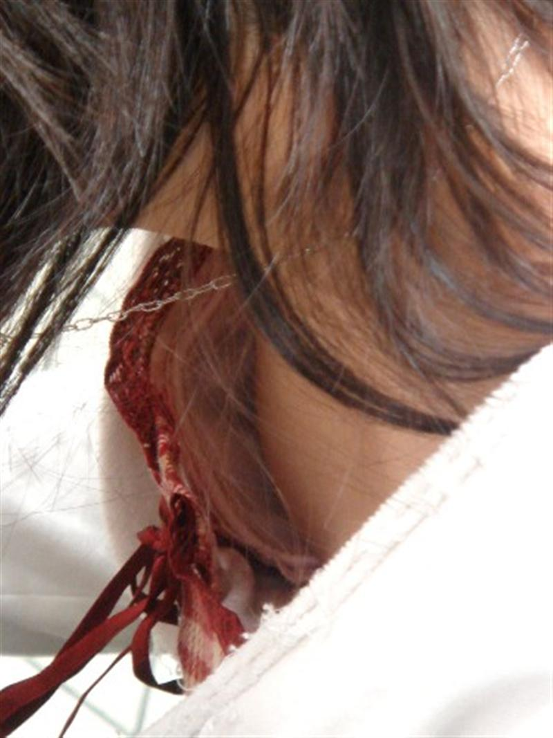 処女jk妹の胸チラでピンク色の乳首が露出盗撮エロ画像15枚目