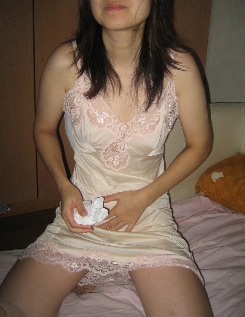 不倫人妻の抜群スタイルと巨乳の露出誘惑淫乱エロ画像8枚目
