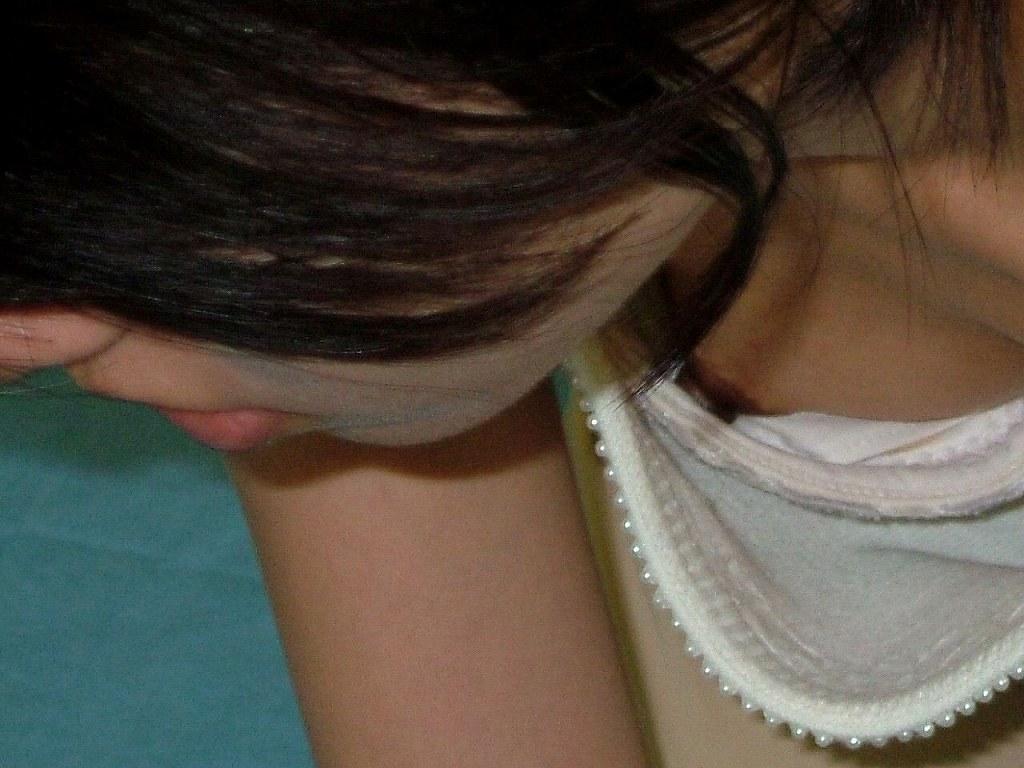 jk妹の貧乳処女なのにデカ乳首胸チラ露出盗撮エロ画像7枚目