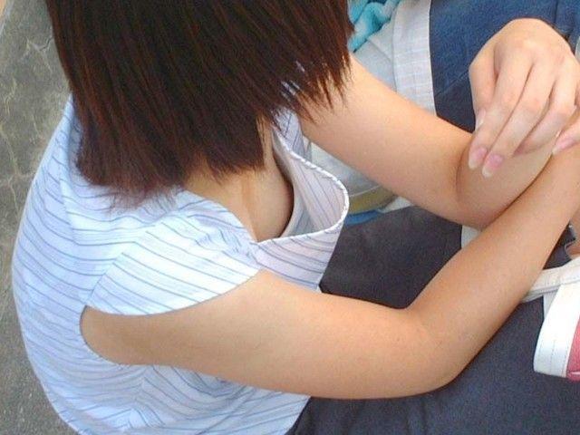 jk妹の貧乳処女なのにデカ乳首胸チラ露出盗撮エロ画像15枚目