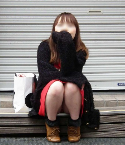 デート中に三角パンチラを盗撮される女子大生エロ画像11枚目