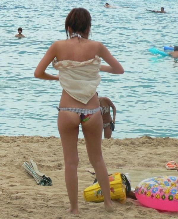 幼さが残るjkの子供以上大人未満の水着姿の盗撮エロ画像11枚目