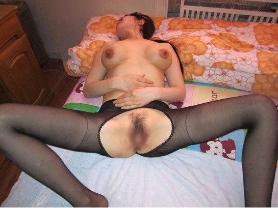 垂れ乳人妻がシックスナインフェラする不倫のエロ画像7枚目