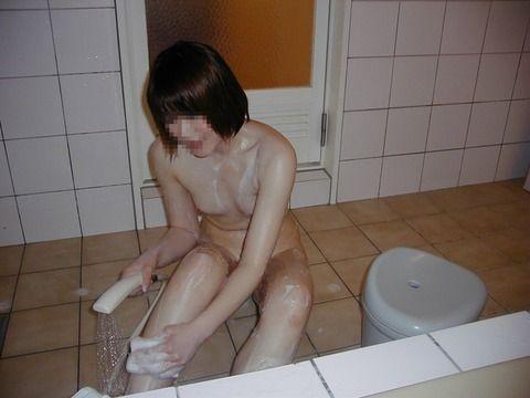 垂れ乳人妻がシックスナインフェラする不倫のエロ画像9枚目
