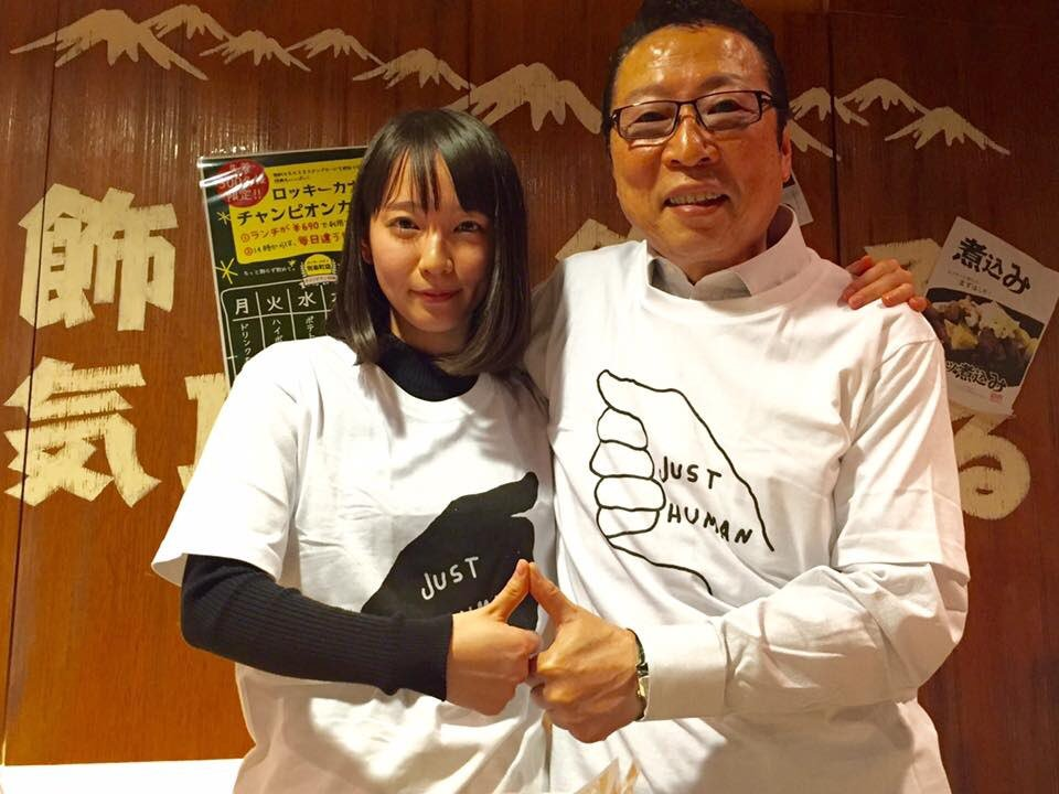 吉岡里帆がモノはこうやって握るフェラ対応のエロ画8枚目