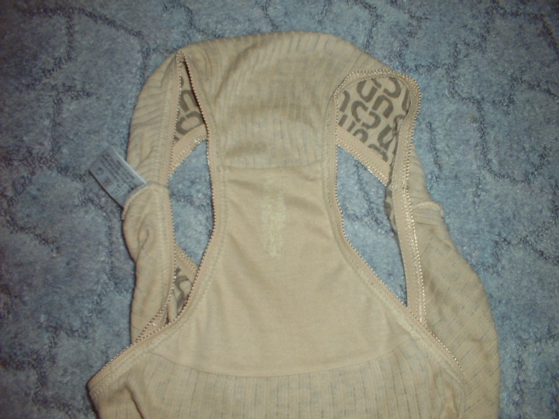純白下着にこびりついたクロッチ黄ばみ汚れのエロ画像5枚目