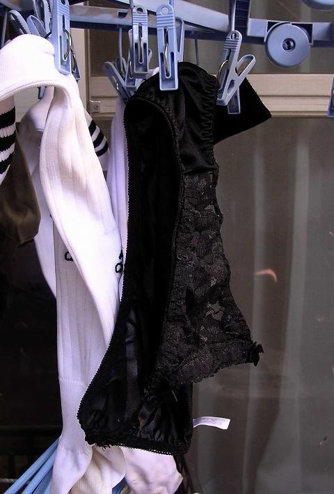 キャバ嬢の自宅ベランダのセクシー下着の盗撮エロ画像11枚目