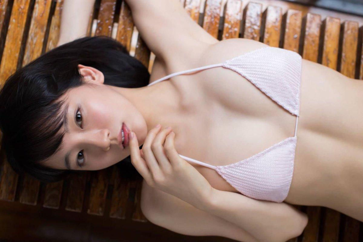 吉岡里帆が悩ましげな顔をしてフェラ風の流出エロ画像3枚目