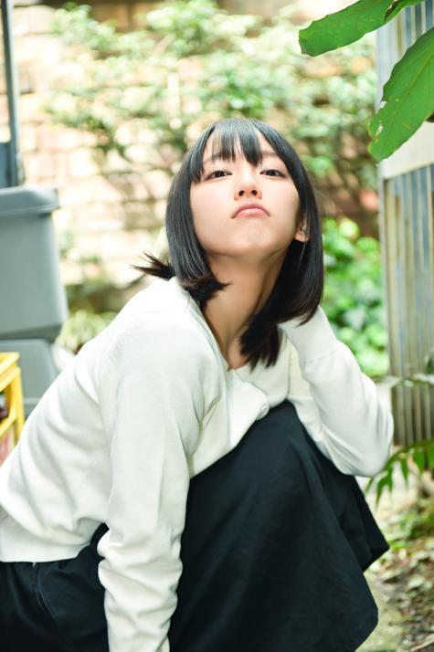 吉岡里帆が悩ましげな顔をしてフェラ風の流出エロ画像9枚目