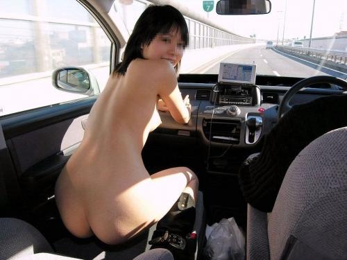 巨乳セフレをカーセックス調教するエロい画像3枚目