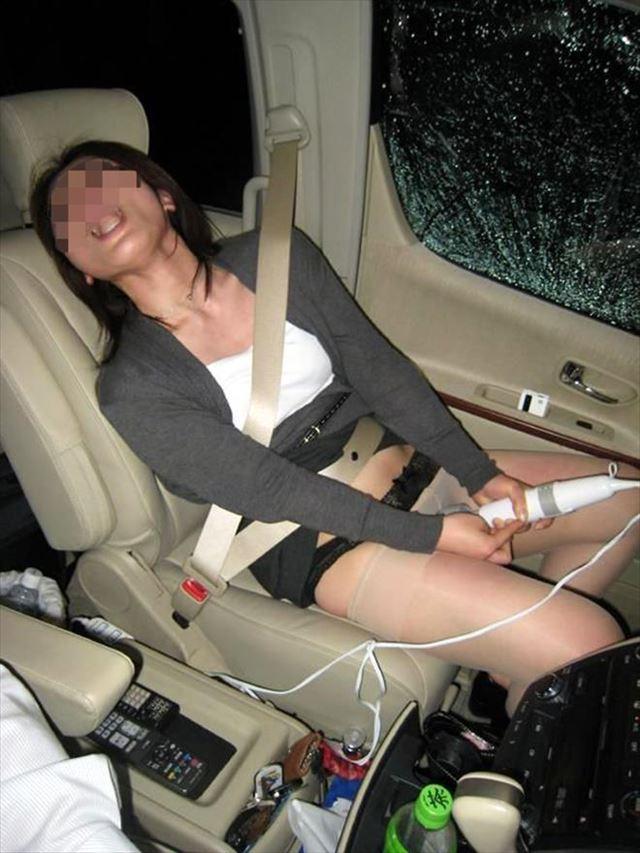 セフレをカーセックスで調教して巨乳が腫れたエロ画像15枚目