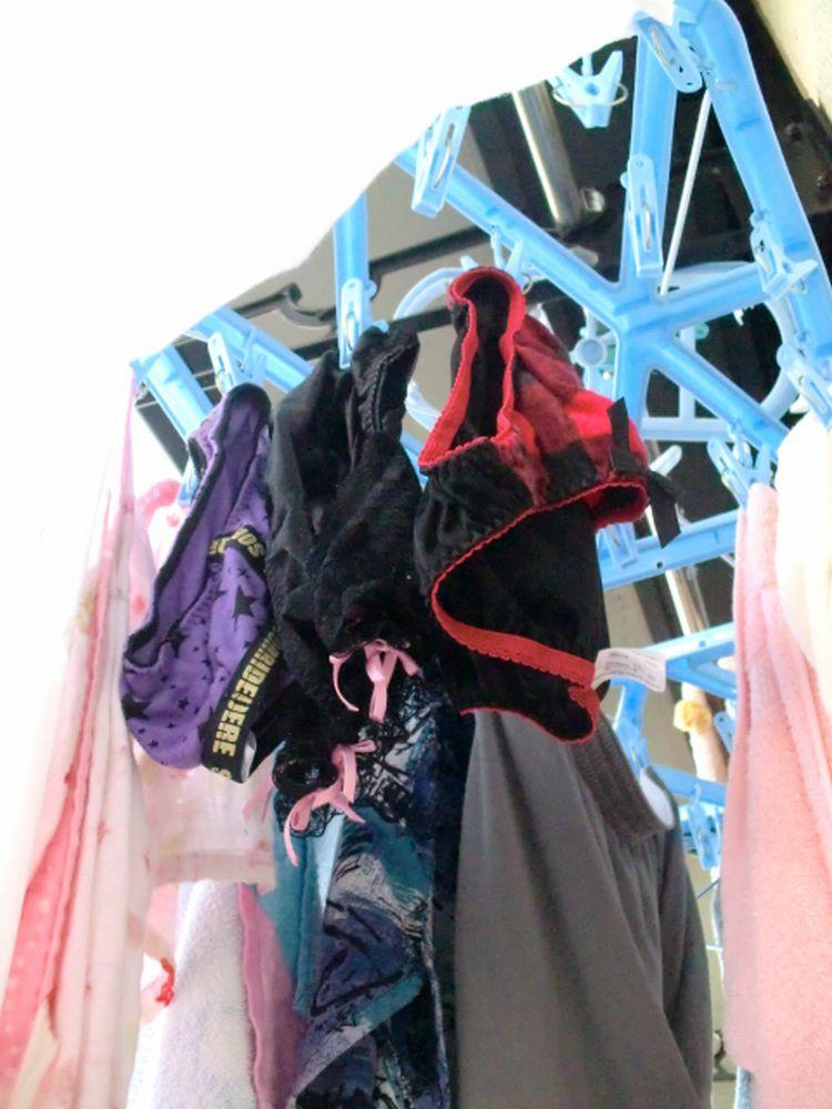 女子大生の干された女子寮のベランダ下着盗撮エロ画像6枚目