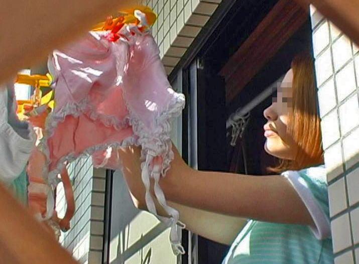 女子寮のベランダの干された女子大生の下着盗撮画像10枚目