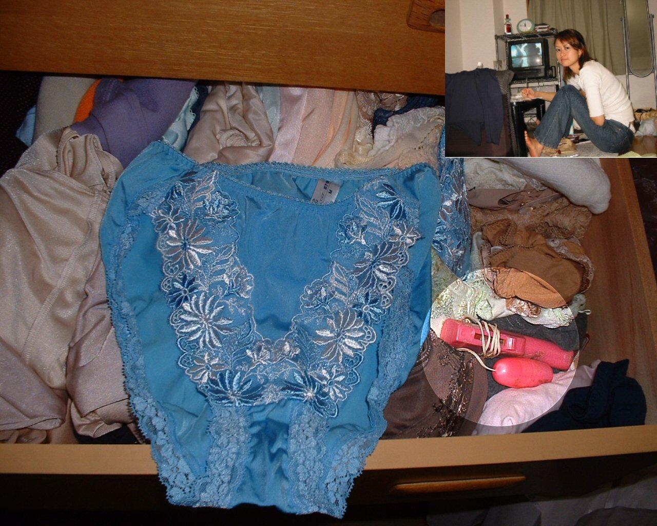姉のタンスの下着の中から極太バイブ盗撮エロ画像13枚目