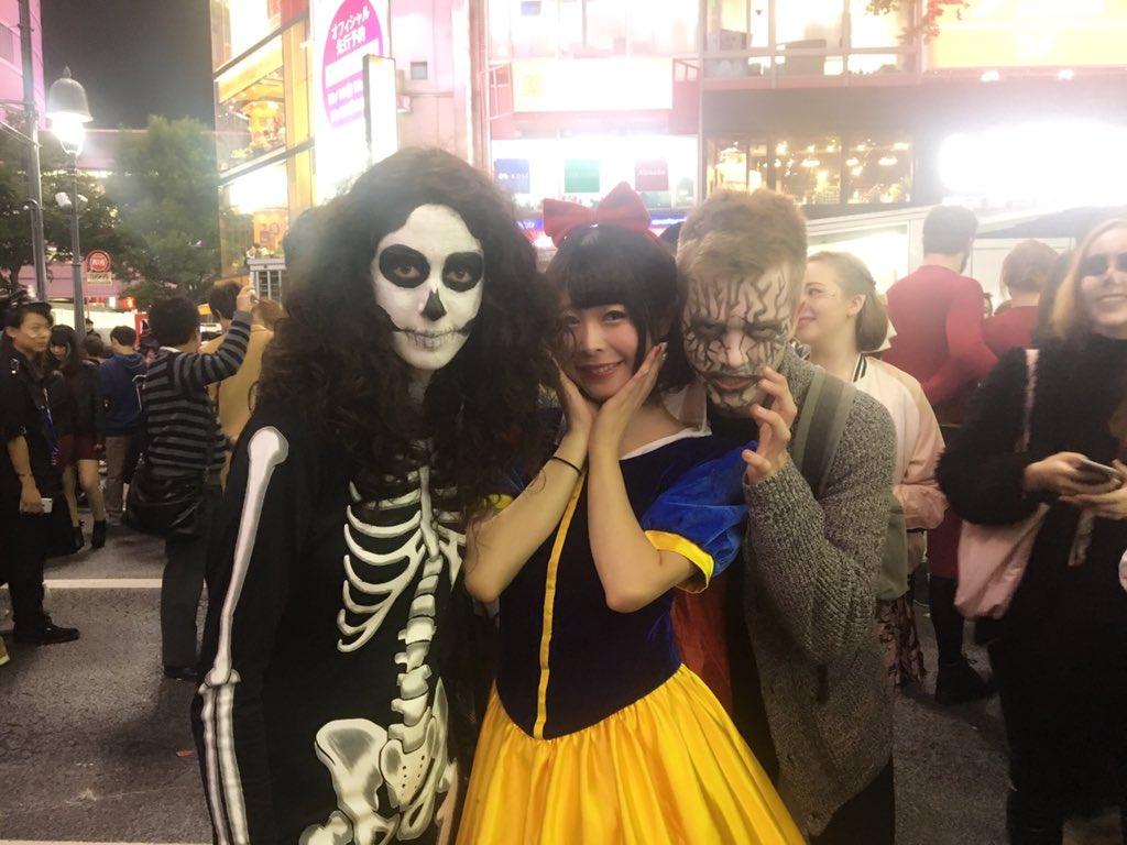 渋谷のハロウィンでエロい露出コスプレ素人エロ画像8枚目
