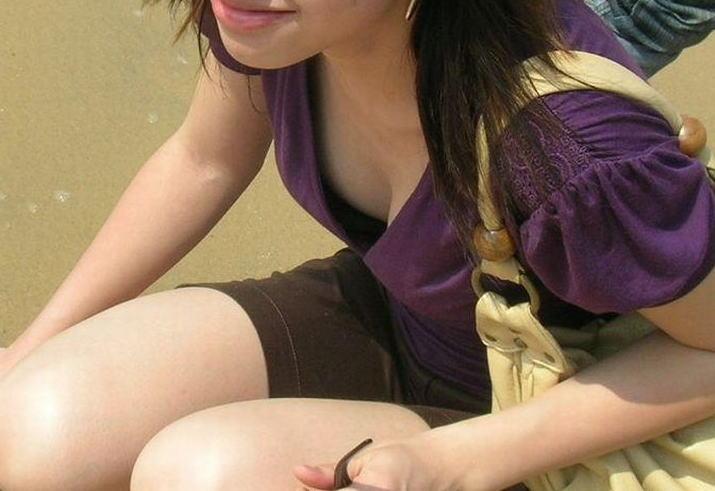 可愛いjk妹の浮きブラ胸チラの貧乳を盗撮したエロ画像11枚目