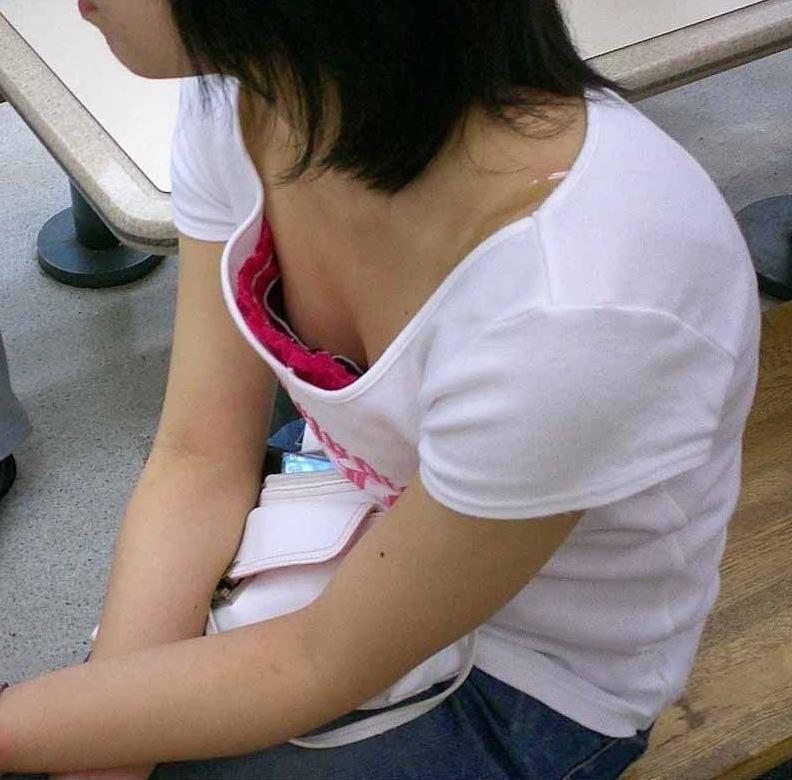 可愛いjk妹の浮きブラ胸チラの貧乳を盗撮したエロ画像12枚目