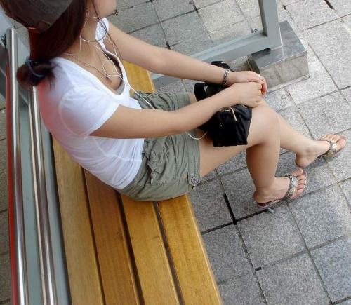 可愛いjk妹の浮きブラ胸チラの貧乳を盗撮したエロ画像15枚目