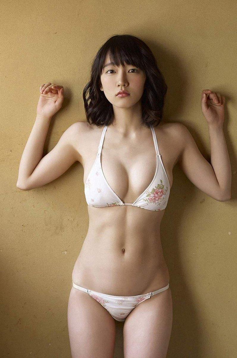 簡単にプロデューサーに体を許す吉岡里帆のエロ画像1枚目