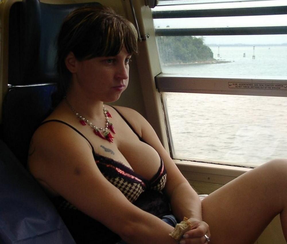 炉 盗撮 ... 洋炉の無防備な胸チラと未熟な乳首盗撮エロ画像8枚