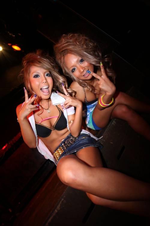 渋谷でオフパコ相手を捜すハロウィンエロコスプレエロ画像4枚目