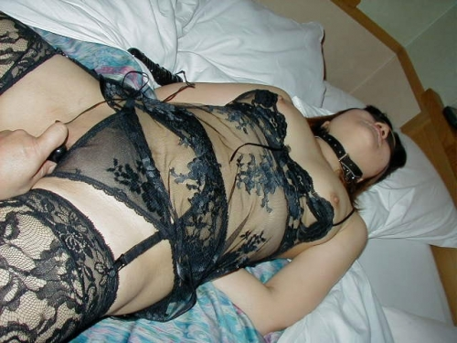 超熟なのに豊満巨乳な不倫人妻の下着姿のエロ画像15枚目