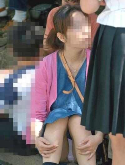 サークルの姫な女子大生のくぱぁ下着盗撮エロ画像10枚目