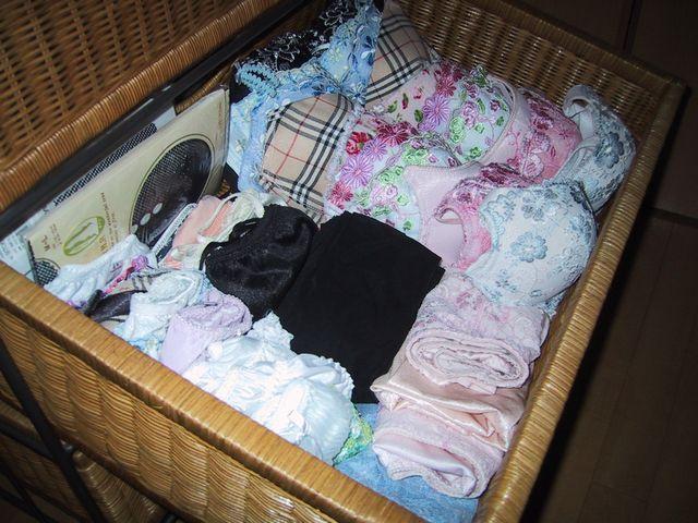 jk妹の経験済みのタンスの中の汚れた下着盗撮のエロ画像7枚目
