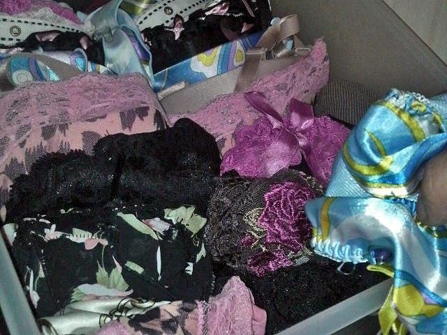 jk妹の経験済みのタンスの中の汚れた下着盗撮のエロ画像8枚目