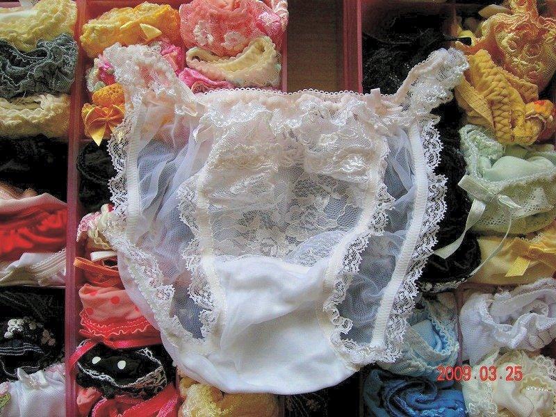 jk妹の経験済みのタンスの中の汚れた下着盗撮のエロ画像13枚目
