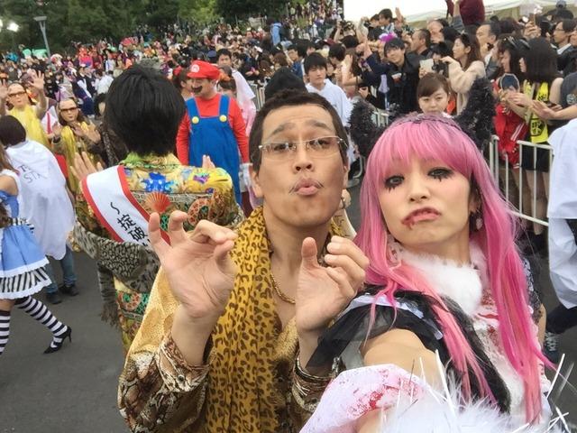 ハロウィンの渋谷で半裸コスプレする少女のエロ画像2枚目
