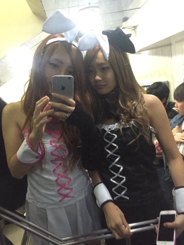 ハロウィンの渋谷で半裸コスプレする少女のエロ画像3枚目