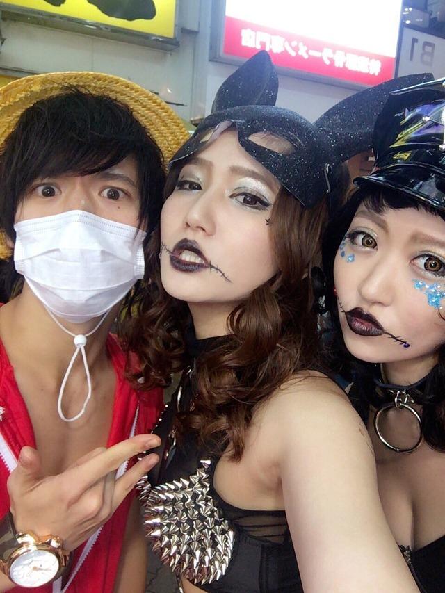 ハロウィンの渋谷で半裸コスプレする少女のエロ画像5枚目
