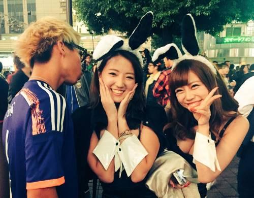 ハロウィンの渋谷で半裸コスプレする少女のエロ画像14枚目