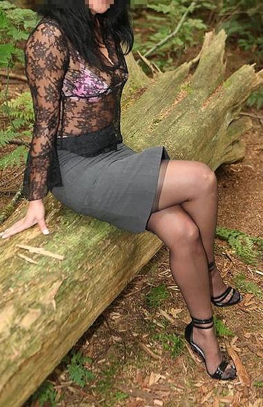 デブな人妻や熟女に良く似合う魅惑パンストの不倫エロ画像8枚目