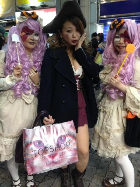 渋谷のハロウィンは中出し射精も全然OKなエロ画像2枚目