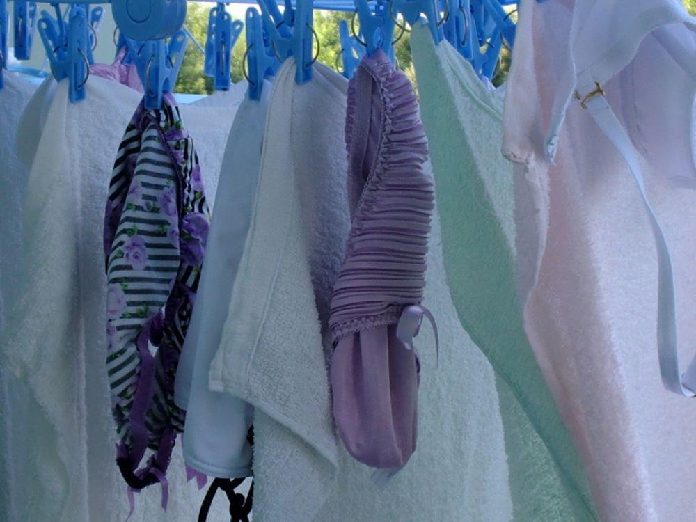 ベランダの隠し干しの下着を見つけたマニア盗撮のエロ画像4枚目