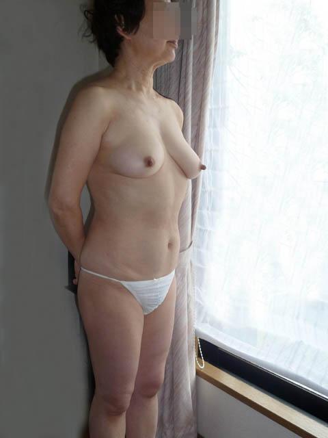 淫乱人妻がラブホテルでフェラチオ不倫する欲情のエロ画像14枚目