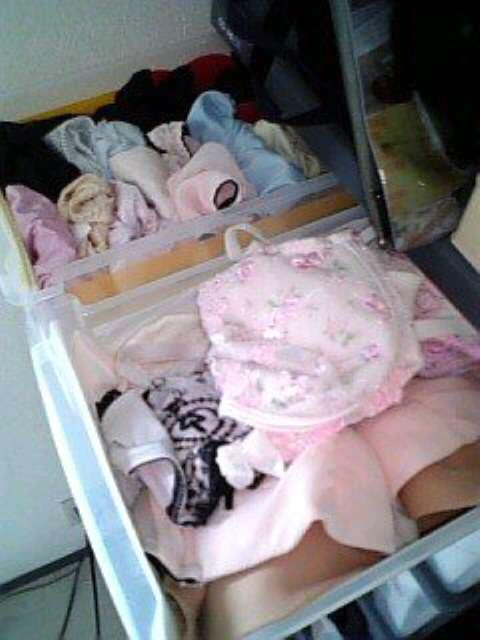 地味なjk妹のタンスの中の巨乳ブラジャー下着盗撮エロ画像16枚目