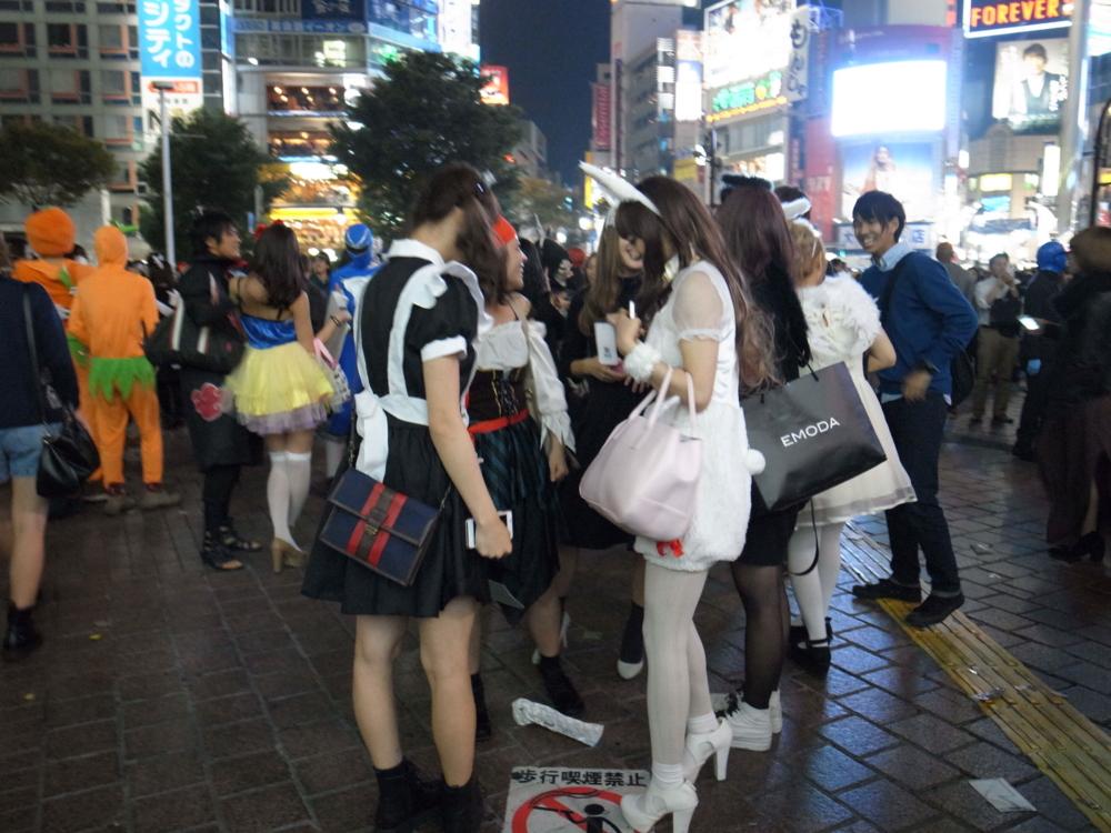 ナンパ待ちする2017渋谷ハロウィンのエロコス画像1枚目