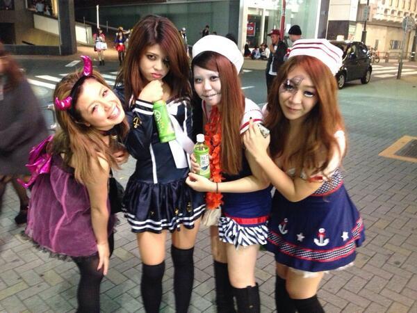 ナンパ待ちする2017渋谷ハロウィンのエロコス画像14枚目