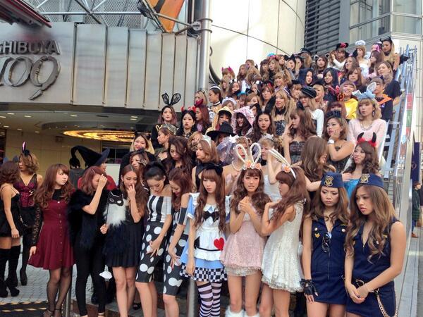ナンパ待ちする2017渋谷ハロウィンのエロコス画像15枚目