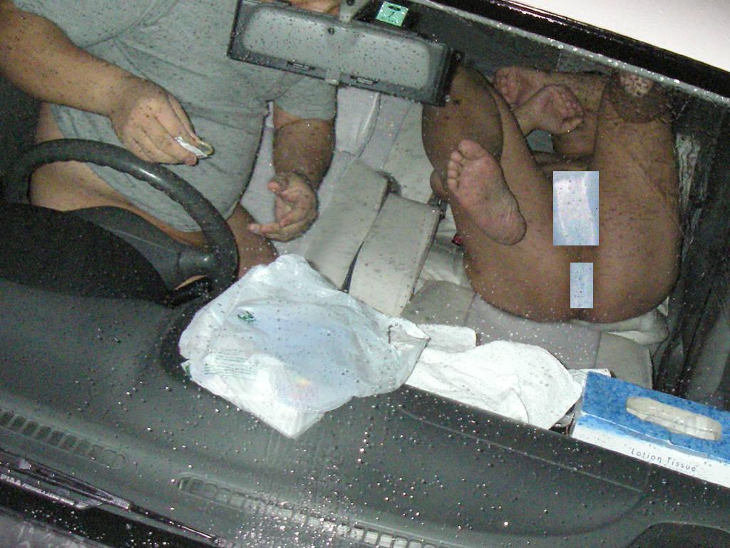 助手席で全裸騎乗位のカーセックス盗撮エロ画像4枚目