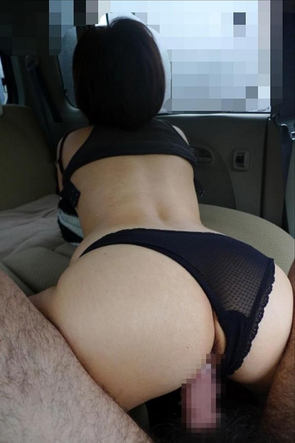 助手席で全裸騎乗位のカーセックス盗撮エロ画像6枚目