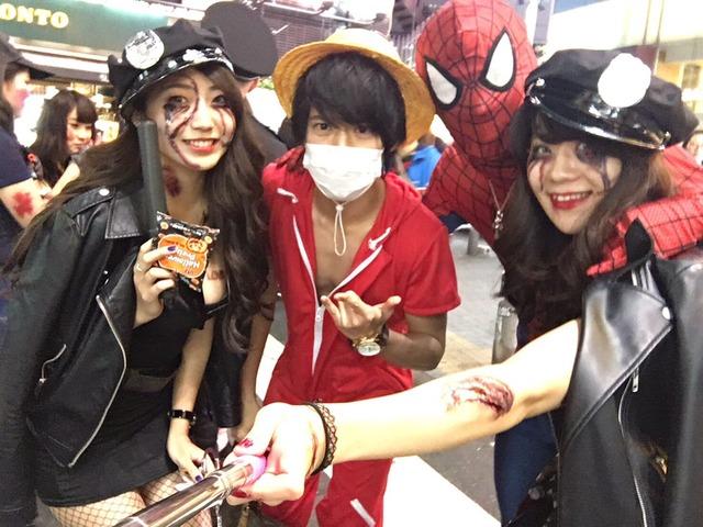 ピルを飲んで渋谷のハロウィンに来るエロコスプレ画像7枚目