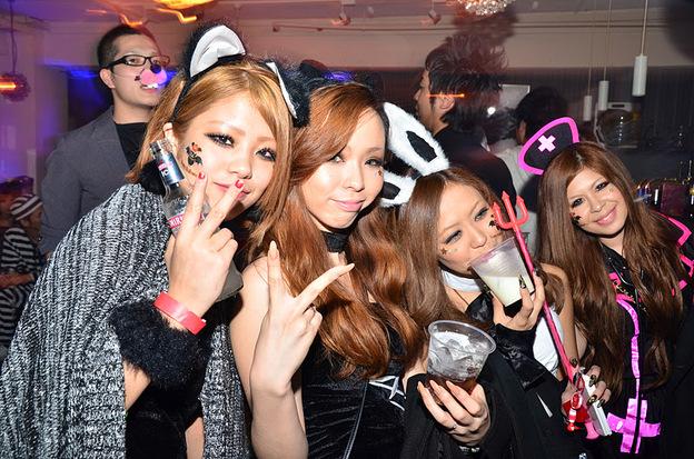 ピルを飲んで渋谷のハロウィンに来るエロコスプレ画像12枚目