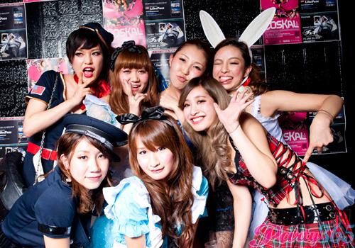 ピルを飲んで渋谷のハロウィンに来るエロコスプレ画像16枚目
