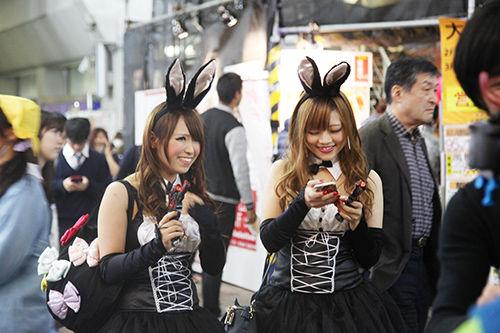 アフターピルを飲む渋谷ハロウィンのエロコスプレエロ画像4枚目