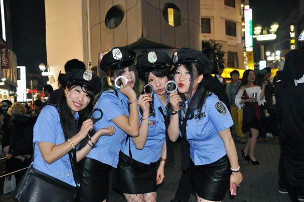 アフターピルを飲む渋谷ハロウィンのエロコスプレエロ画像9枚目