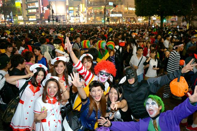 アフターピルを飲む渋谷ハロウィンのエロコスプレエロ画像10枚目